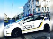 Чоловік закинув у поліцейську машину 100 гривень — заплатить 8500 штрафу