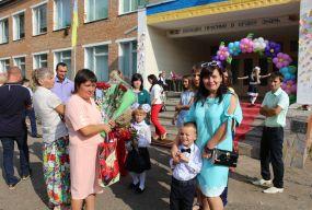 Свято знань на… сходах. Школа опломбована. Коли сядуть за парти учні в Кожухові?