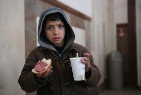 «Дядечку, а коли нам дадуть поїсти?» Як у Вінниці працюють пункти обігріву безпритульних