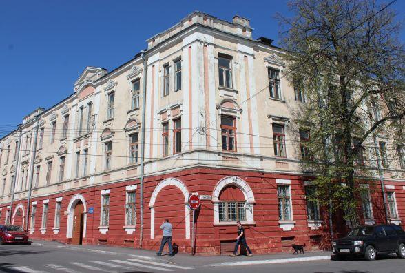 """Як ДонНУ та """"Україна"""" ділили два поверхи будівлі на Грушевського"""
