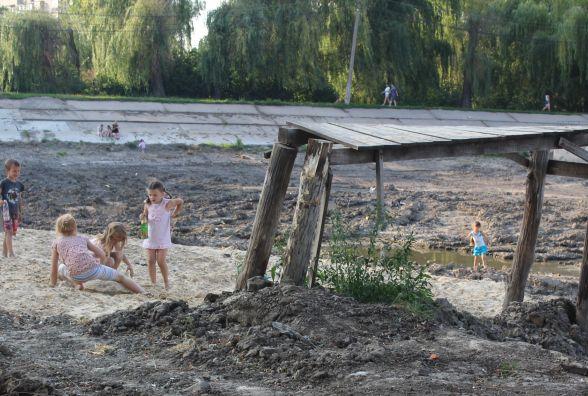 """""""Куди зарили ці мільйони?"""" Мешканці Тяжилова турбуються про своє озеро"""