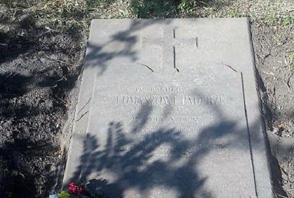 Знайшли могильну плиту співця козаччини та автора пісні «Гей, соколи!»