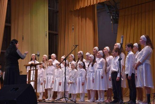 У Вінниці на фестивалі співали православні пісні та молилися за Україну