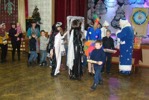 Хворим на діабет дітям вручили несолодкі подарунки і показали благодійну виставу
