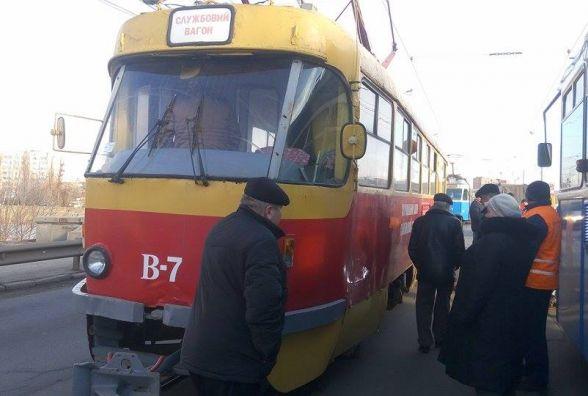 На Соборній трамвай мало не зійшов з колій. Лопнула одна з рейок