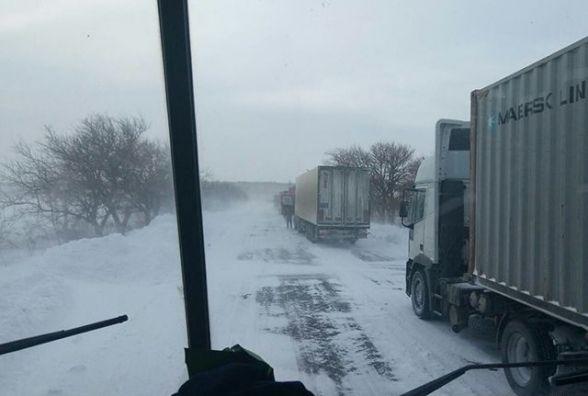 Дорогу з Вінниці до Могилів-Подільського закрили для вантажівок