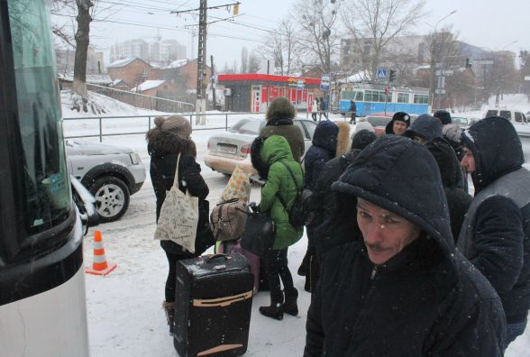 На Хмельницькому шосе зламався автобус, який їхав до Польщі. Люди з обіду стояли на морозі (ВІДЕО)