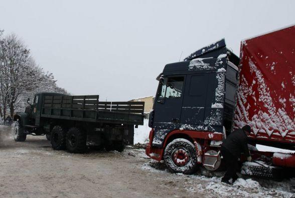 Масштабний затор на Вінниччині: в пастку потрапили 39 вантажівок (ФОТО ВІДЕО)