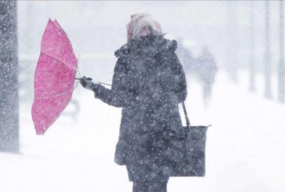 По коліна снігу: Активний циклон з Чорного моря суне на Вінниччину