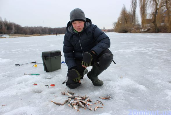 На Вишенському озері рибалити безпечніше, ніж на Бугу. Та й клює частіше