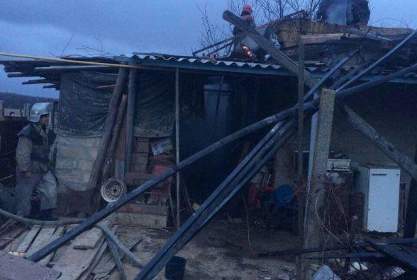 Через коротке замикання загорівся будинок в Сутисках. Гасили двома машинами (ФОТО)