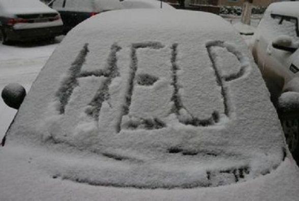 На Літинщині два автомобілі з'їхали з дороги та застрягли у снігу