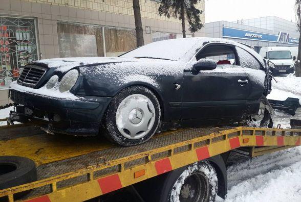 На в'їзді у Вінницю Mercedes на швидкості «вилетів» до магазину «АТЛ»