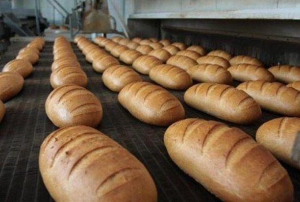 На Козятинщині у снігу застрягла вантажівка, що розвозила хліб