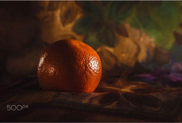 Вінничанка продає фото мандарина та кульбабки по 600 доларів