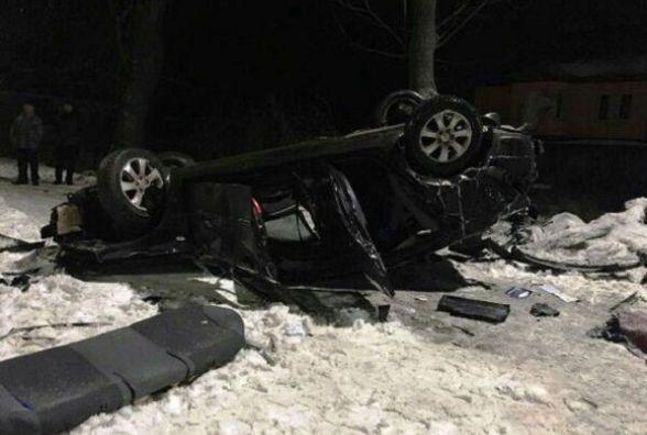 Смертельне ДТП у Вінниці: «КІА» в'їхала у стовп. Є загиблі та потерпілі