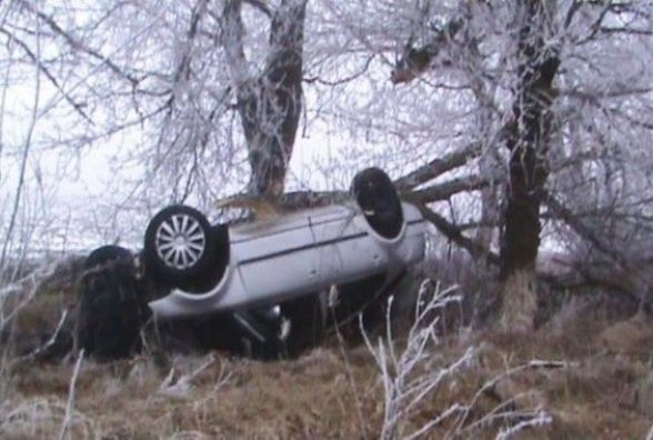 На Вінниччині «Volkswagen» врізався в дерево. Водій не вижив
