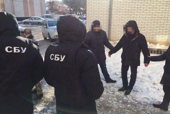 Капітана, якого спіймали на хабарі, звільнять з поліції без суду і слідства