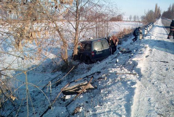 ДТП у Козятинському районі: у легковику, що з'їхав у кювет, затисло жінку