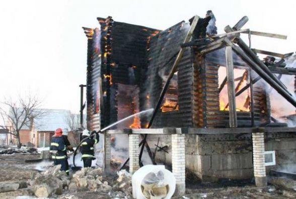 Багатодітній родині із Пултівець, у якої згоріла хата, необхідна допомога