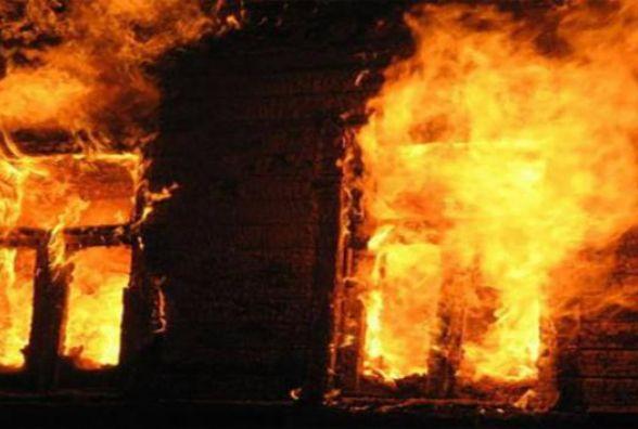 Пожежа біля Жмеринки: дві пожежні машини гасили будинок. Є загибла