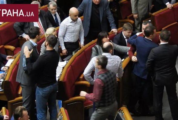 Бійка у Раді: вінничанан Іван Мельничук відірвав рукав піджака Сергія Лещенка