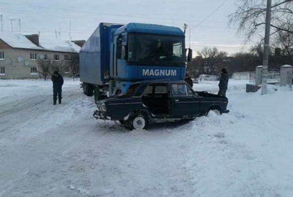 У Липовці не розминулася вантажівка та легковик. Є постраждалі