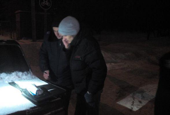 Ввечері у Вінниці зупинили судовиконавця. В кишені знайшли порошок (ФОТО)