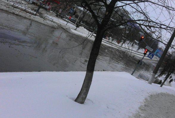 У Вінниці на вулиці Максимовича великий потоп. Трамваї стоять (ФОТО ВІДЕО)