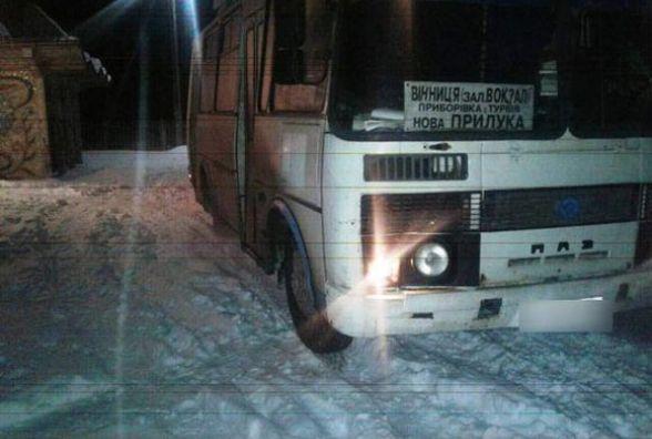 Кров на снігу: рейсовий автобус збив 13-річного хлопчика (ФОТО з місця ДТП)