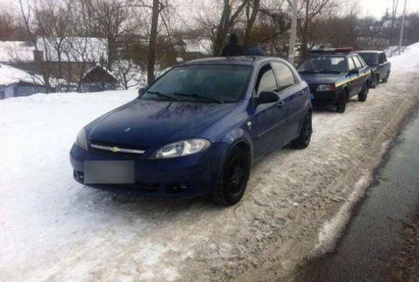 Біля Бару поліція арештувала автівку «Chevrolet» - за підробні документи  (ФОТО)