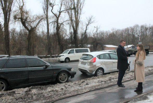 """Аварія на перехресті Лесі Українки та Магістратської. Зіткнулося два """"Форди"""""""