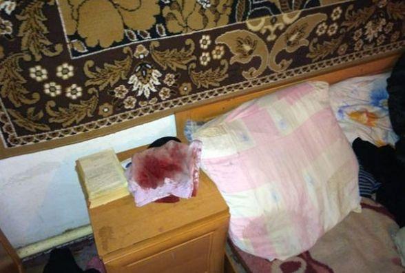 Гвалт у Липовці: п'яний зек совком та ножем ледь не зарізав доньку та матір