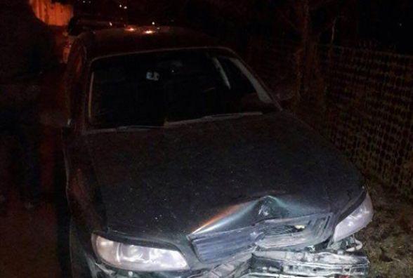 """П'яний водій на """"Opel"""" в'їхав в стовп на Магістрацькій та втік. Але не далеко (ФОТО)"""