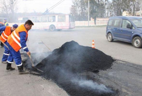 Весна прийшла – як борються з ямами на дорогах вінницькі комунальники