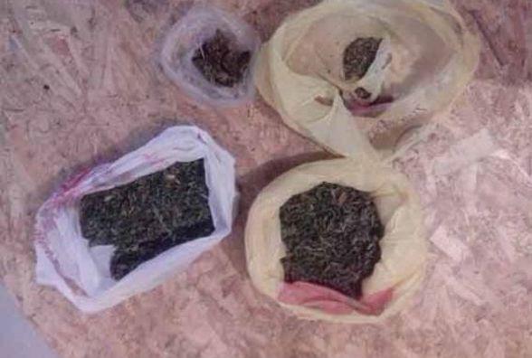 У жителя Калинівки знайшли наркотики та набір для їх вживання. ФОТО