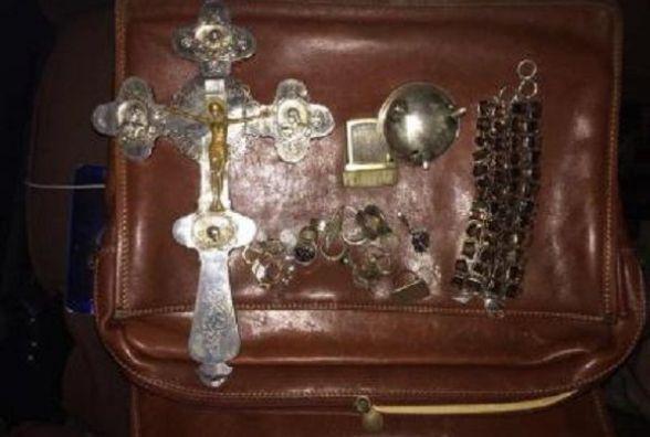 На Вінниччині прикордонники виявили колекцію старовинних ювелірних прикрас