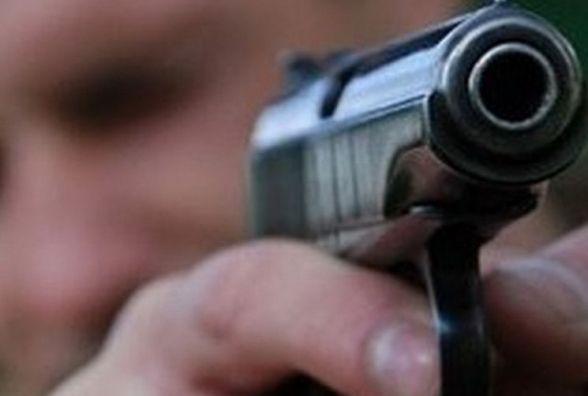 На світанку п'яний в стельку чоловік розмахував пістолетом в нічному клубі