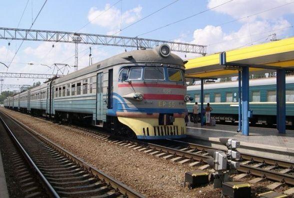 На вінницькому вокзалі стрибнув під поїзд чоловік. Він загинув миттєво