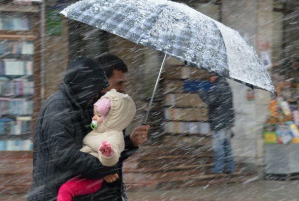 В Україну знову повертається зима. За прогнозами – заморозки та мокрий сніг