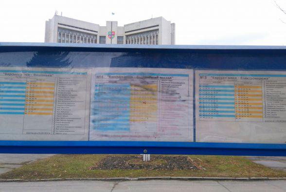 Розклад транспорту на зупинках у Вінниці міняють, але не поспішаючи