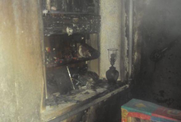 Троє пожежних гасили в Калинівці будинок, який спалахнув від випадкового підпалу