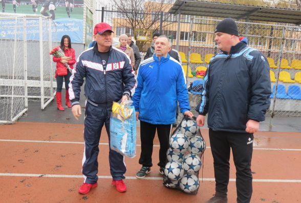 Ігор Бєланов вручив подарунки юним вінницьким футболістам
