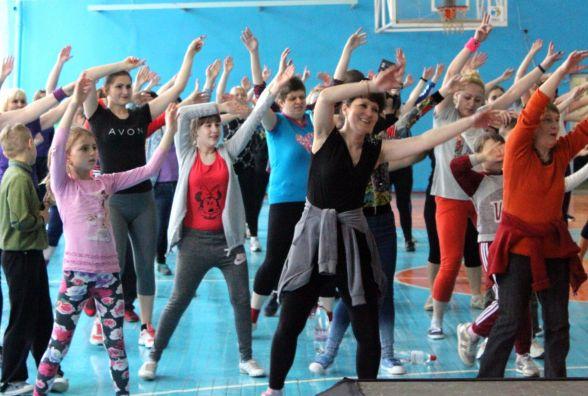 Фітнес-тур «Живи танцюючи»: близько 150 людей танцювали в спортзалі поліцейських
