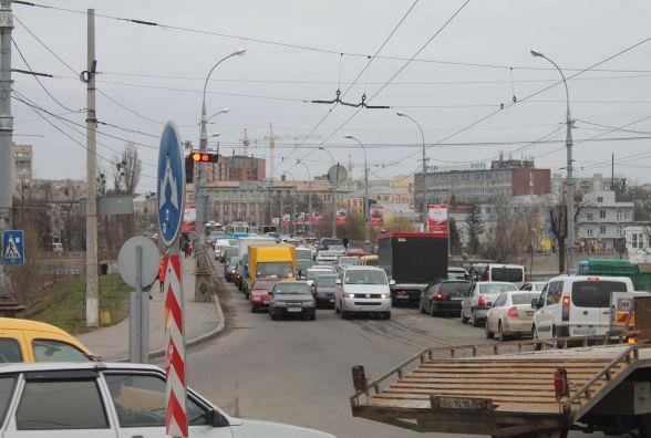Третій тиждень ремонту Київського мосту.  Що робиться на Центральному?