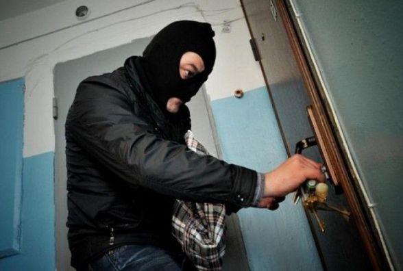 Злочин мимоволі. Обікрасти квартиру спонукав знайдений у під'їзді ключ