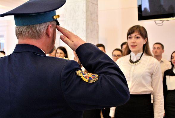«Служу народу України». Медики-випускники прийняли присягу на вірність