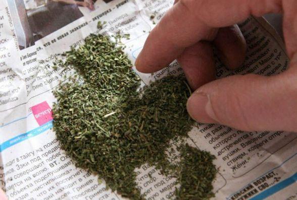 В Ладижині біля нічного клубу затримали наркомана з «травкою» в кишені