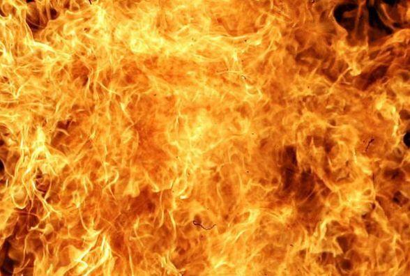 Десять вогнеборців гасили палаючу двоповерхову дачу в селі Зарванці