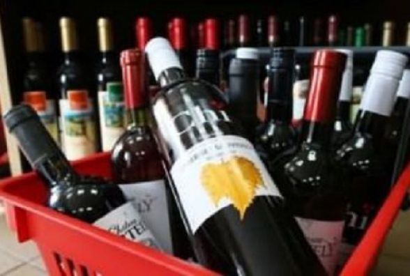 Вінничани скаржаться на магазини де продають алкоголь та цигарки